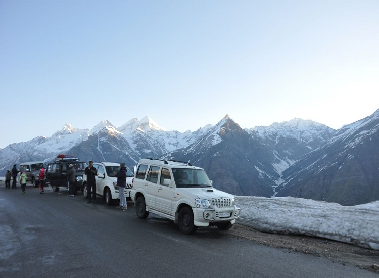 ladakh-traveling-by-car